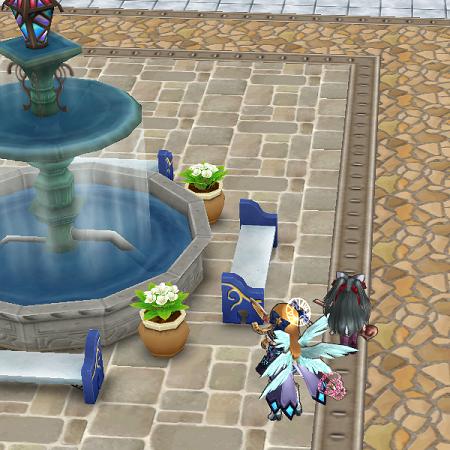 噴水のところにいるはずのミナヅキがいない。