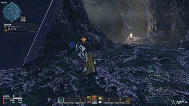 薄暗い洞窟を進む。