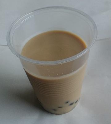 豆乳カフェオレにタピオカグミを入れてみた。
